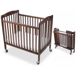 Lit bébé pliable mobile en bois coloris acajou Liméa