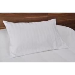 Taie d'oreiller Némésis polycoton 50/50 blanc 135 g portefeuille avec rabat et volant piqué 65x65 cm (le lot de 10)